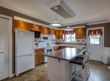 Tammy Todd _249 Whiting st ingersoll MLS-16
